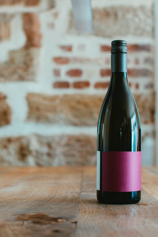 Unterschiedliche Weinflaschen - Burgunder-Flasche